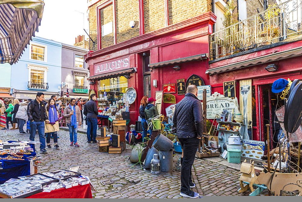 A market scene at Portobello Road market, in Notting Hill, in London, England, United Kingdom, Europe. - 1297-478