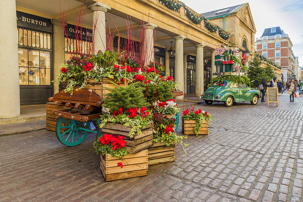 Christmas in Covent Garden Market, in London, England, United kingdom, Europe. - 1297-483