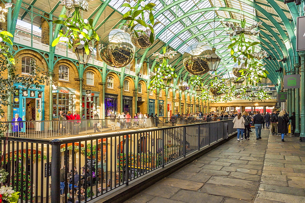 Christmas in Covent Garden Market, in London, England, United kingdom, Europe. - 1297-488