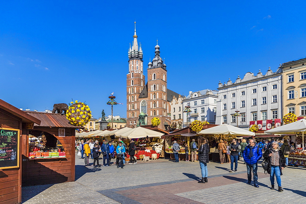 Market scene in the main square, Rynek Glowny, in the medieval old town, UNESCO World Heritage Site, in Krakow, Poland, Europe