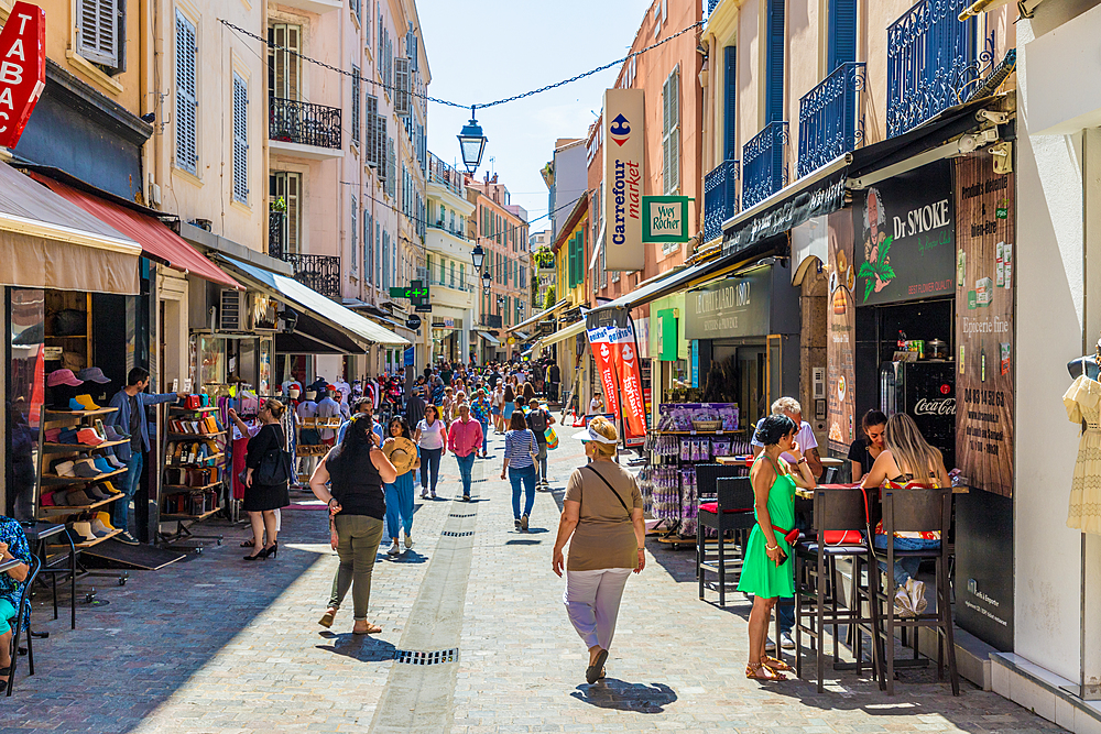 A street scene in Le Suquet old town in Cannes, Alpes Maritimes, Cote d'Azur, French Riviera, France, Mediterranean, Europe
