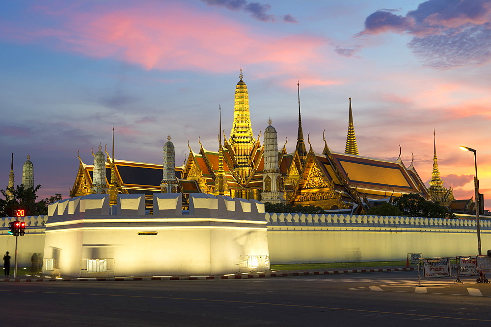 Grand Palace and Wat Phra Kaew (Temple of the Emerald Buddha) at night, Bangkok, Thailand, Southeast Asia, Asia