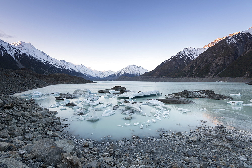 Hooker Glacier Lake, Mount Cook (Aoraki), Hooker Valley Trail, UNESCO World Heritage Site, South Island, New Zealand.