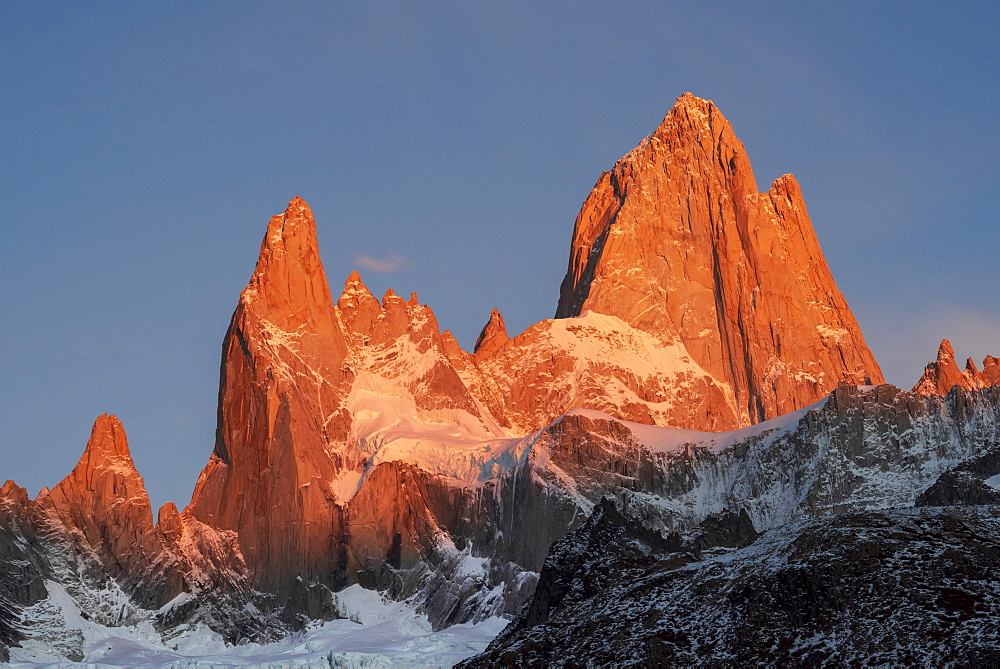 Mountain range of Cerro Fitz Roy and Cerro Torre at sunrise, Los Glaciares National Park, UNESCO World Heritage Site, El Chalten, Santa Cruz Province, Patagonia, Argentina, South America