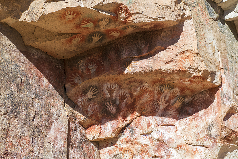 Stencil hand Paintings, Rio Pinturas Canyon, Cave of the Hands, UNESCO World Heritage Site, Patagonia, Province of Santa Cruz, Argentina, South America