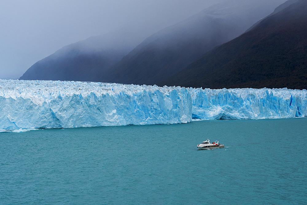 Tourist boat in front of Perito Moreno Glacier in Los Glaciares National Park, Santa Cruz Province, Patagonia, Argentina,