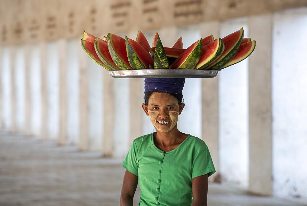 Burmese lady selling water melons. Nyaung U, Bagan (Pagan), Myanmar (Burma), Asia - 1306-440
