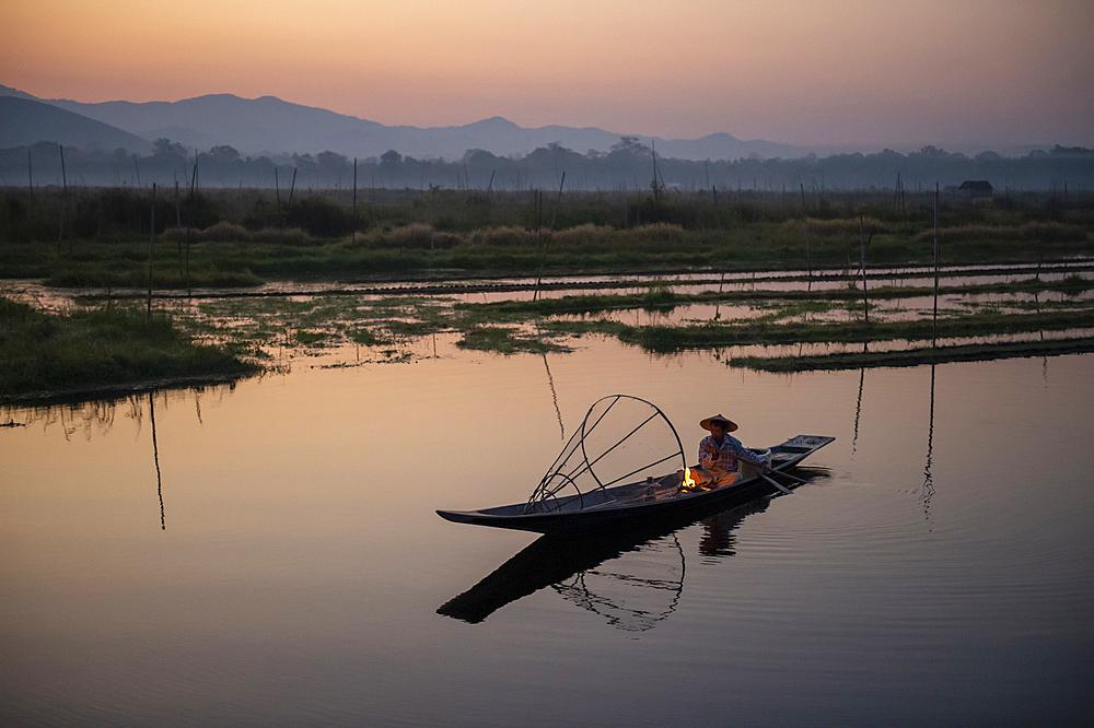 Intha leg rowing fisherman at Inle Lake gardens, Inle Lake, Shan State, Myanmar (Burma), Asia