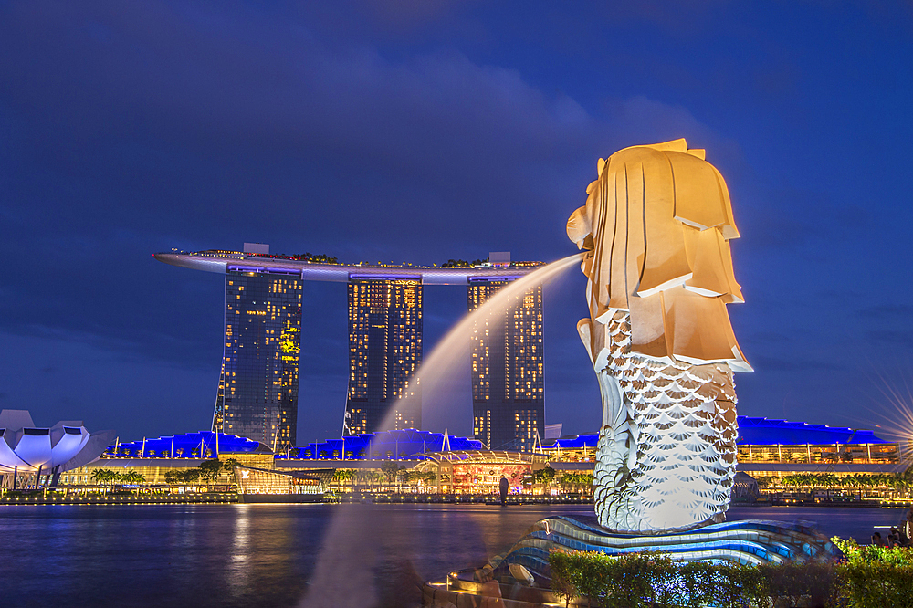 The Merlion statue and Marina Bay Sands Hotel at night, Singapore, Southeast Asia, Asia - 1306-476
