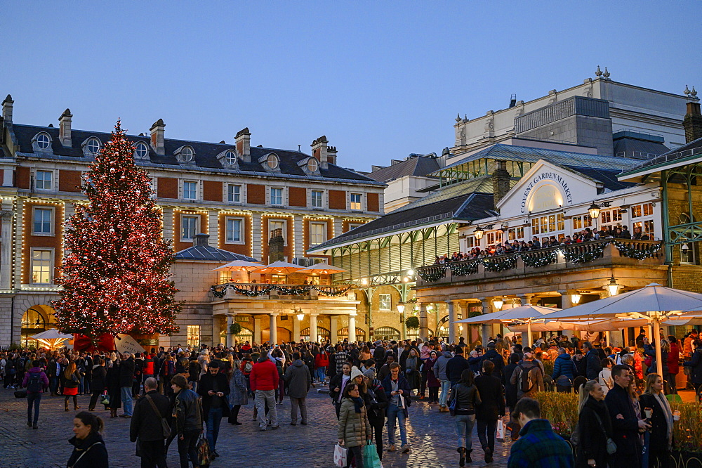 Christmas scene at Covent Garden, London, England, United Kingdom, Europe