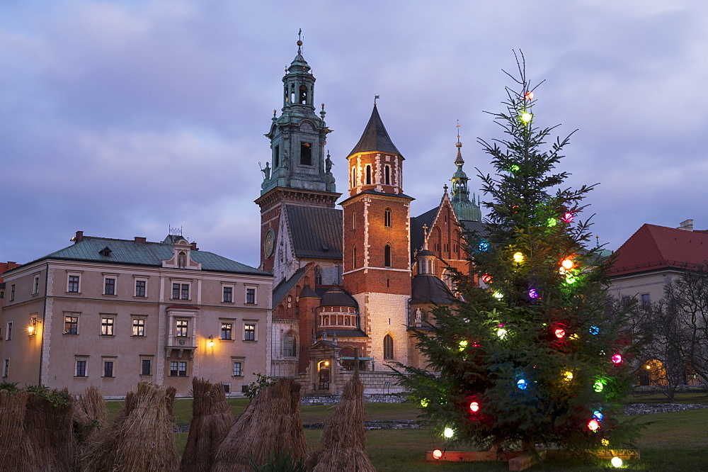 Wawel Castle at Christmas, UNESCO World Heritage Site, Krakow, Poland, Europe