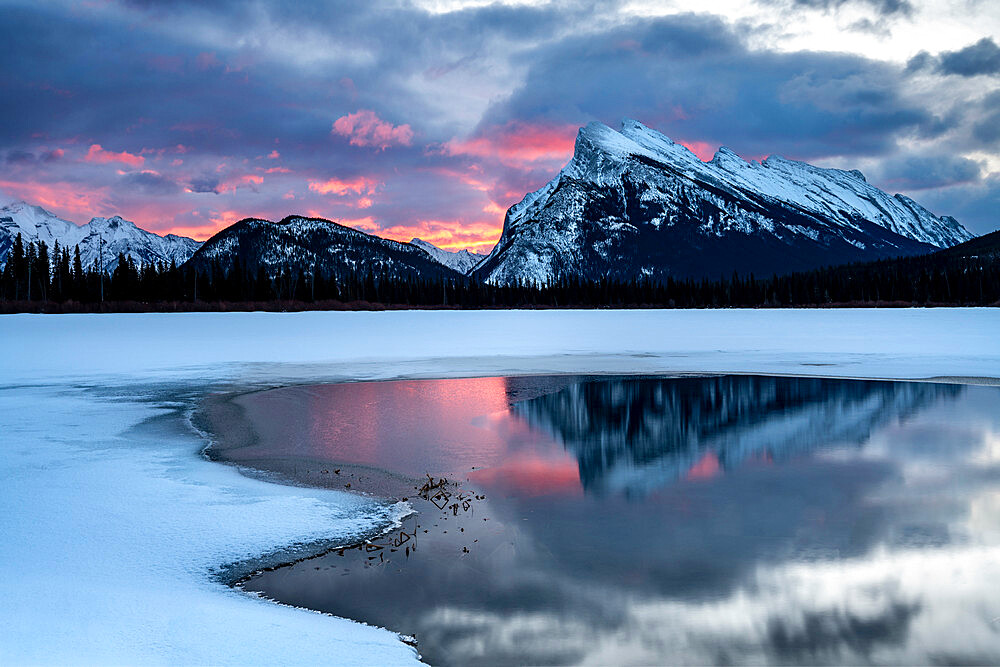 Sunrise at Vermilion Lakes in the Canadian Rocky Mountains, Banff National Park, UNESCO World Heritage Site, Alberta, Canada, North America - 1306-737
