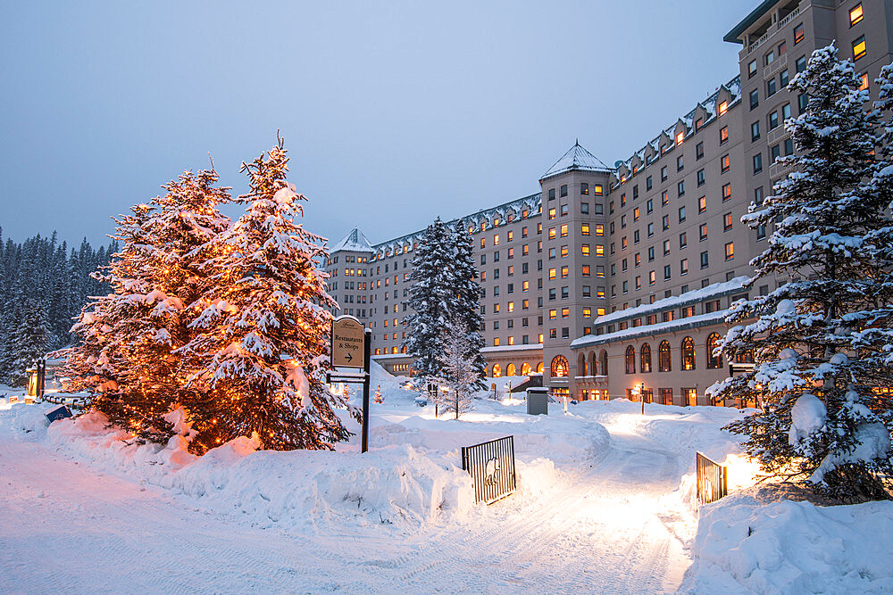 The Fairmont Chateau Lake Louise hotel in winter, British Columbia, Canada, North America - 1306-738