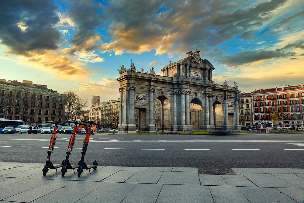 Puerta de Alcala at dusk, regarded as the first modern post-Roman triumphal arch built in Europe, Madrid, Spain, Europe