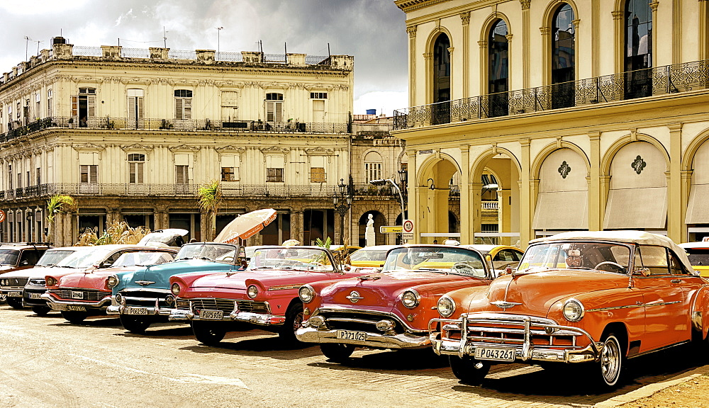 Classic car scene on the streets of Havana, Cuba. - 1320-35