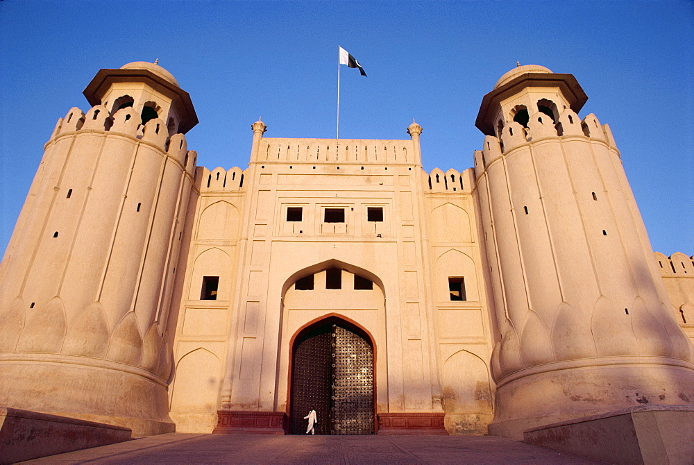 Entrance to the City Fort built by the Moghuls between 1524 and 1764, Lahore City, Punjab, Pakistan, Asia