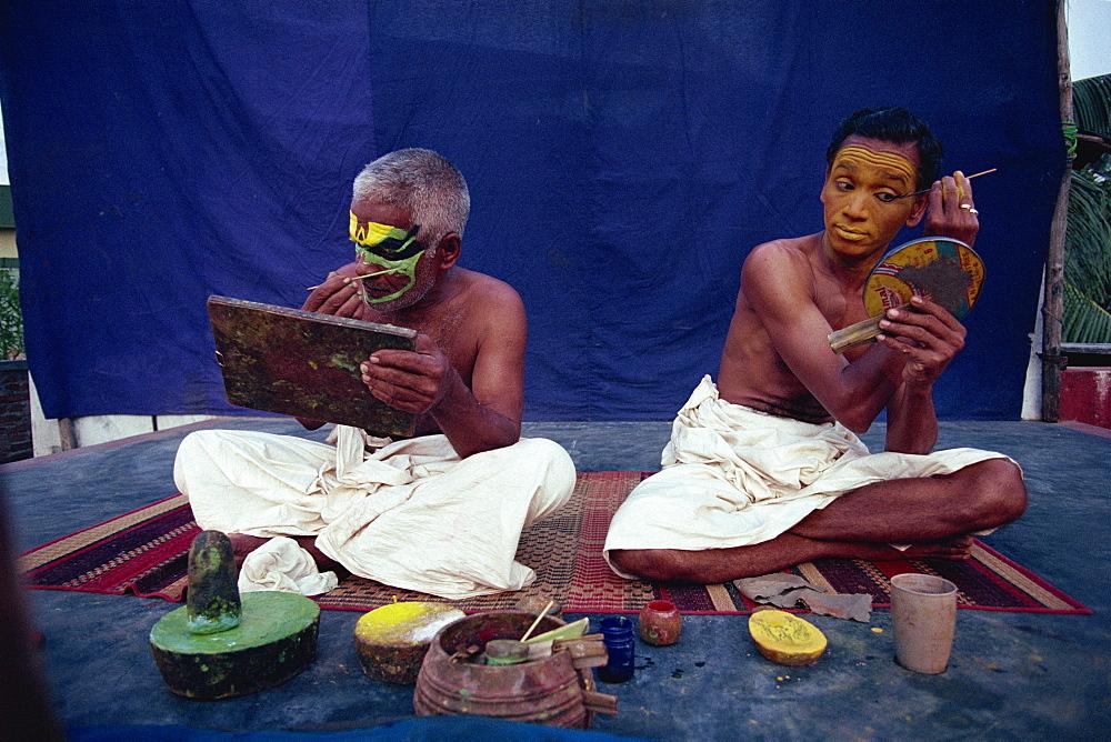Kathakali performers applying make-up, Cochin, Kerala state, India, Asia - 142-3914