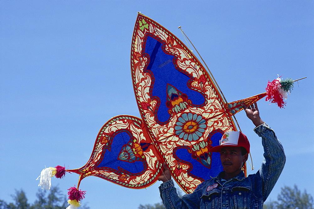 Kite festival in Terengganu, on the east coast, Malaysia, Southeast Asia, Asia - 142-4147