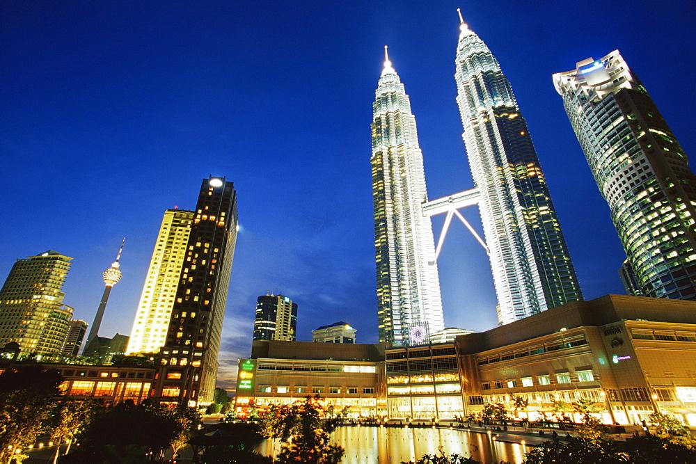 Petronas Twin Towers, Kuala Lumpur, Malaysia, Southeast Asia, Asia - 142-5973