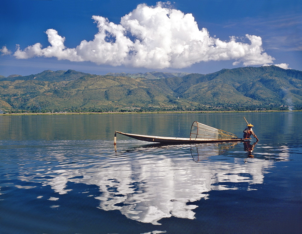 Small fishing boat on Inle Lake, Shan State, Myanmar (Burma), Asia - 16-3176