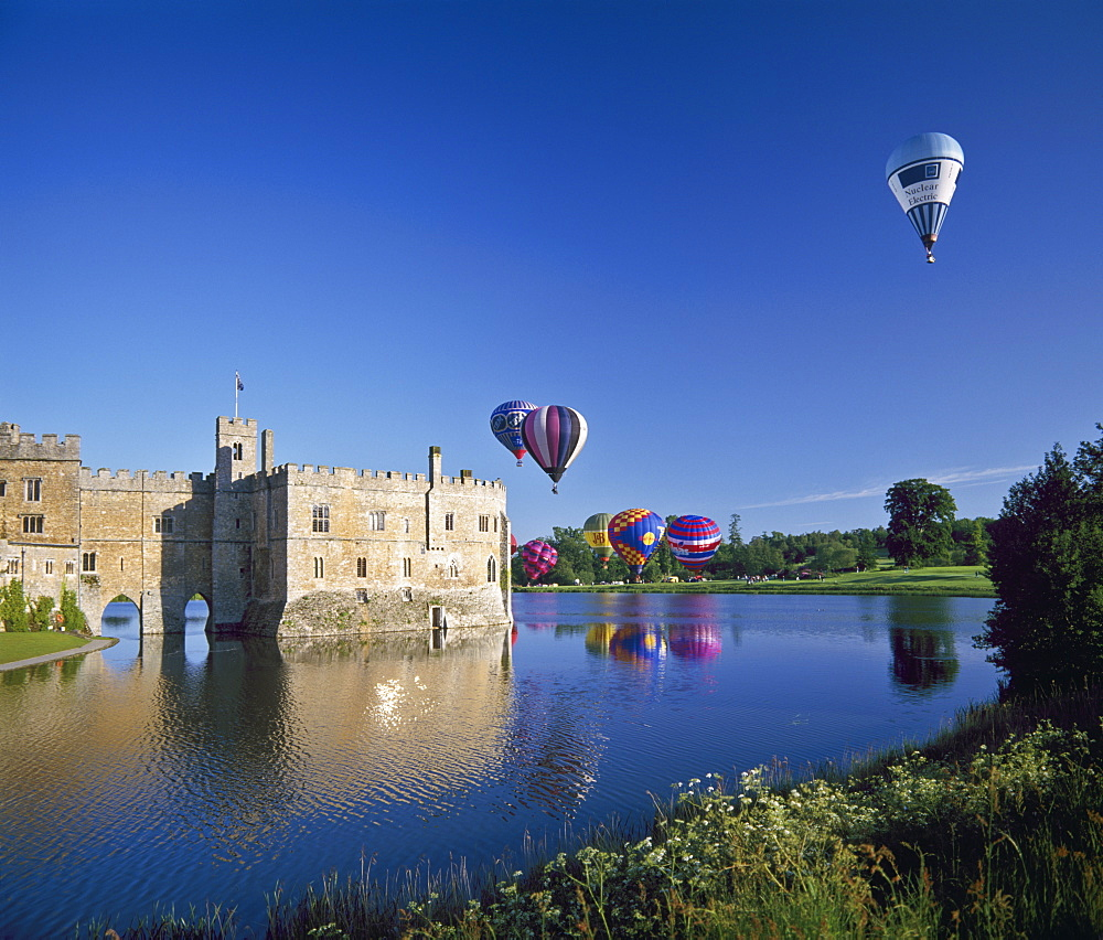 Hot air balloons taking off from Leeds Castle grounds, Kent, England, United Kingdom, Europe - 16-3193