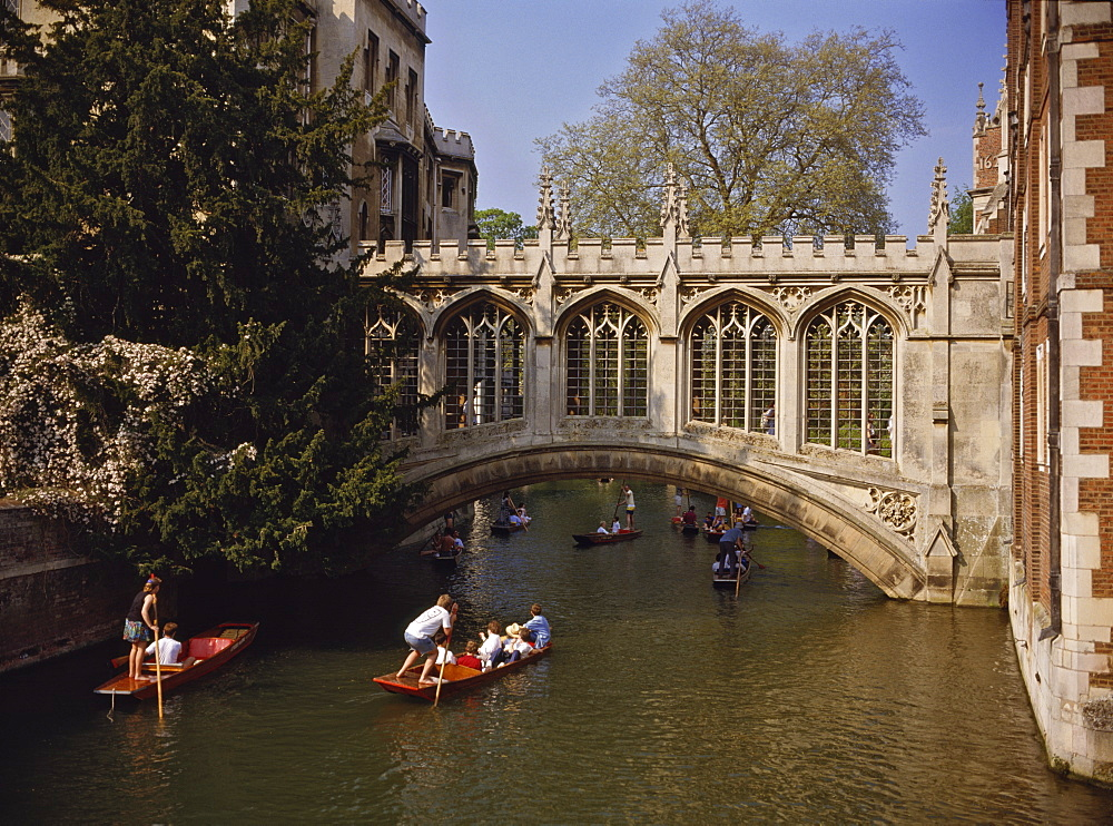 Bridge of Sighs over the River Cam at St. John's College, built in 1831 to link New Court to the older part of the college, Cambridge, Cambridgeshire, England, United Kingdom, Europe