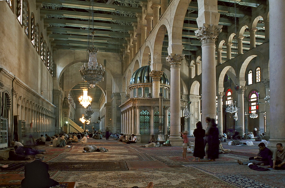 Interior of Omayad mosque in the Old city, Damascus, Syria, Middle East - 16-3222