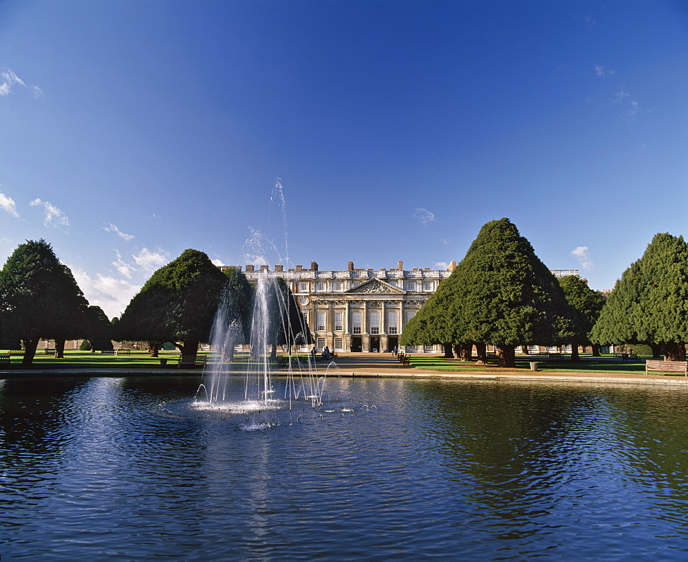 Lake, fountain and ornamental trees in Hampton Court Palace grounds, near London, England, United Kingdom, Europe - 16-3228