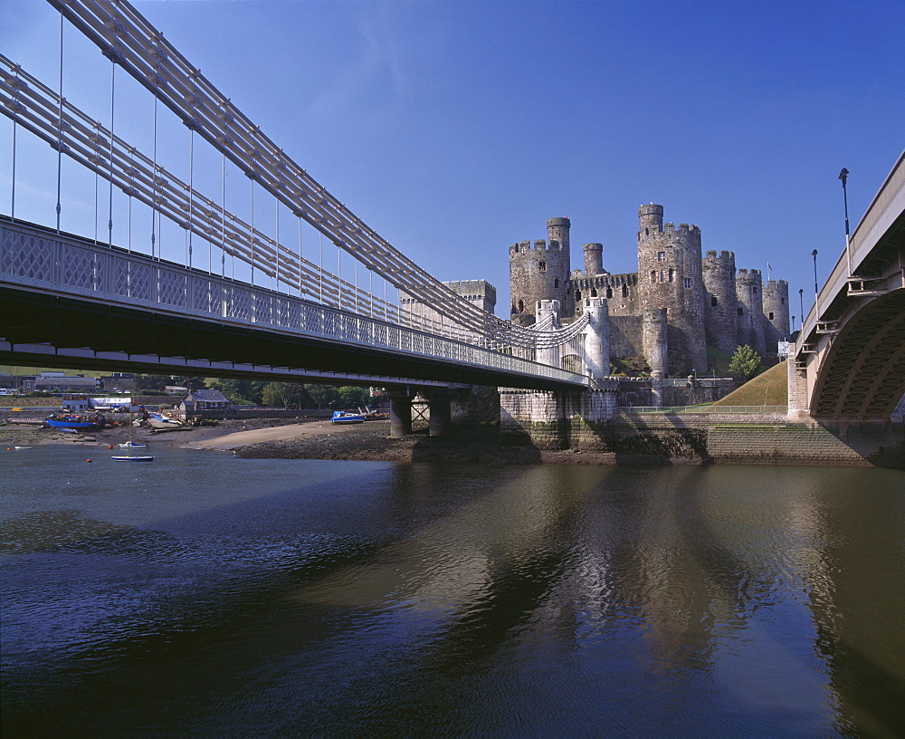 Telford Suspension Bridge, opened in 1826, crossing the River Conwy with Conwy Castle, UNESCO World Heritage Site, beyond, North Wales, United Kingdom, Europe - 16-3237