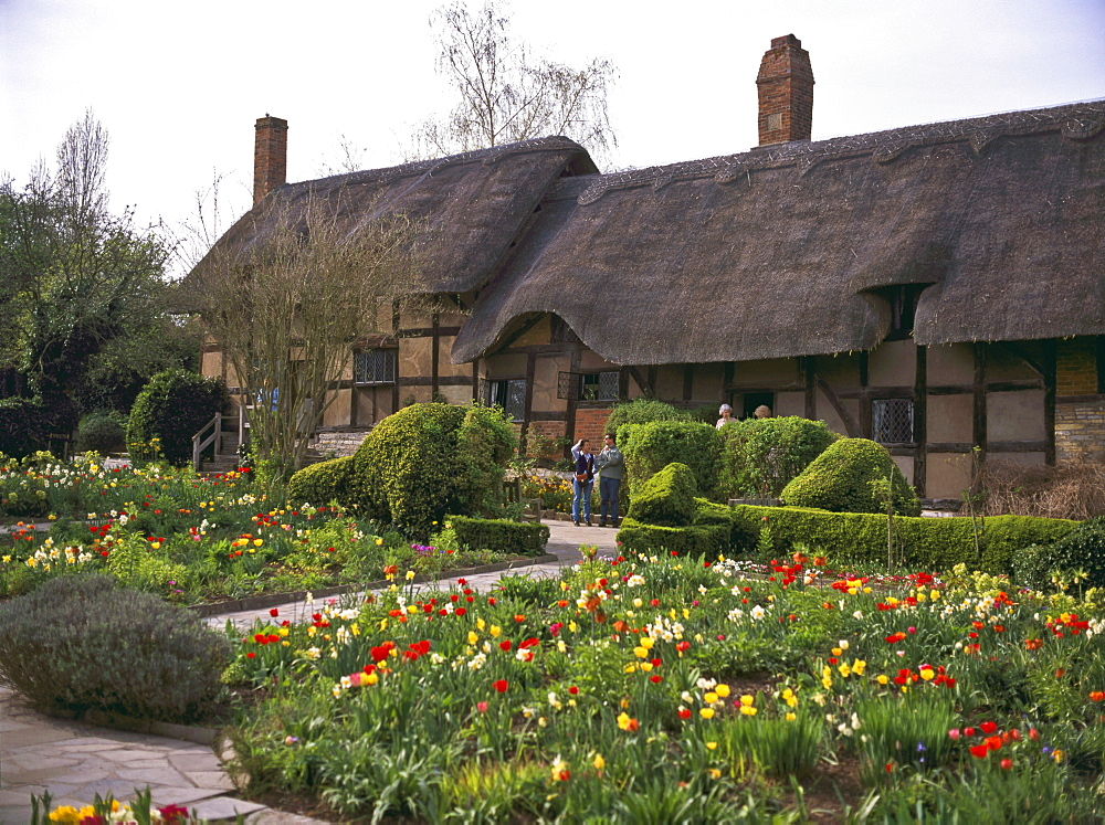 Anne Hathaway's Cottage, birthplace and childhood home of Shakespeare's future wife, Shottery village, near Stratford-upon-Avon, Warwickshire, England, United Kingdom, Europe - 16-3284