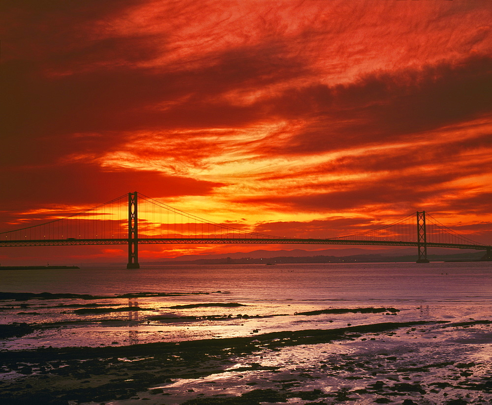Forth Road Bridge at sunset, crossing the Firth of Forth between Queensferry and Inverkeithing near Edinburgh, Lothian, Scotland, United Kingdom, Europe - 16-3285