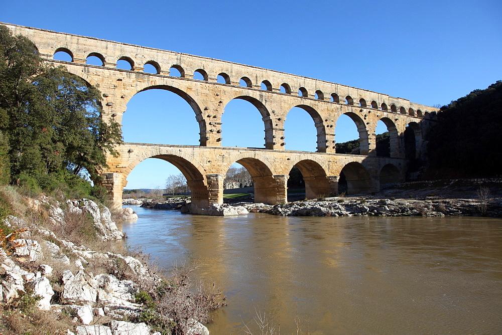 Roman aqueduct of Pont du Gard, UNESCO World Heritage Site, over the Gardon River, Gard, Languedoc-Roussillon, France, Europe  - 166-5509