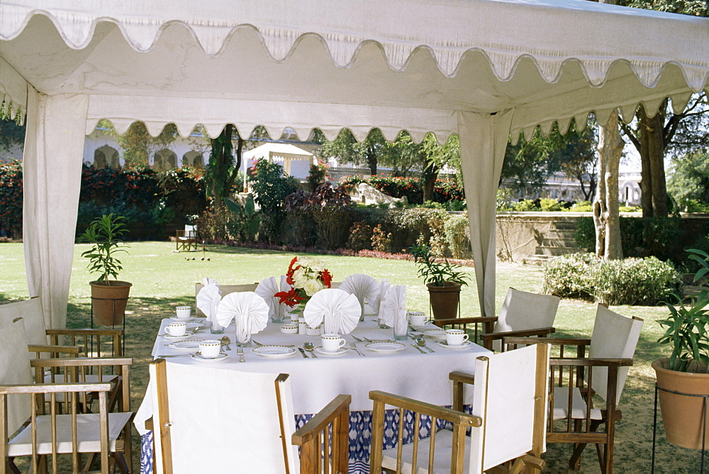 Dining under tented awnings in the garden with croquet set in the background, Samode Bagh, (garden), Samode, Rajasthan state, India, Asia