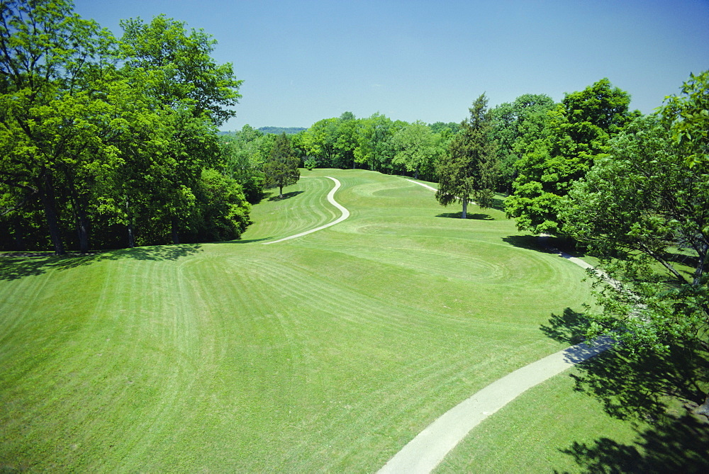 Serpent Mound of the Native American Mound builders culture, 1000 BC to 600 AD, Ohio, USA