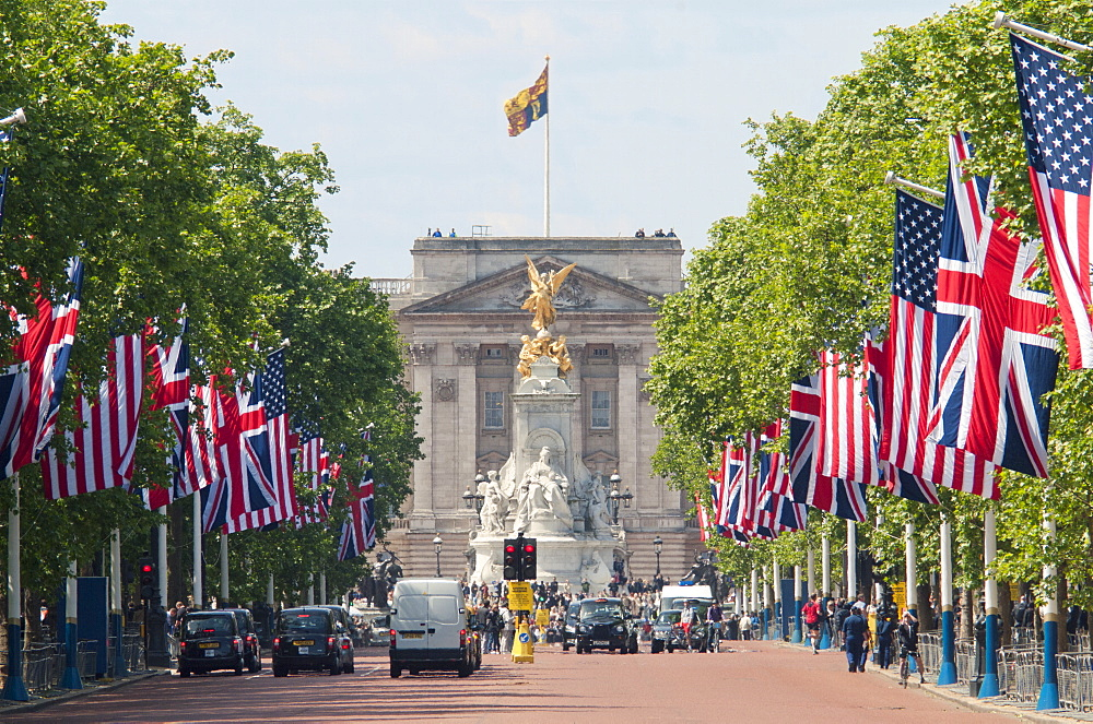 Flags lining the Mall to Buckingham Palace for President Obama's State Visit in 2011, London, England, United Kingdom, Europe - 190-9814