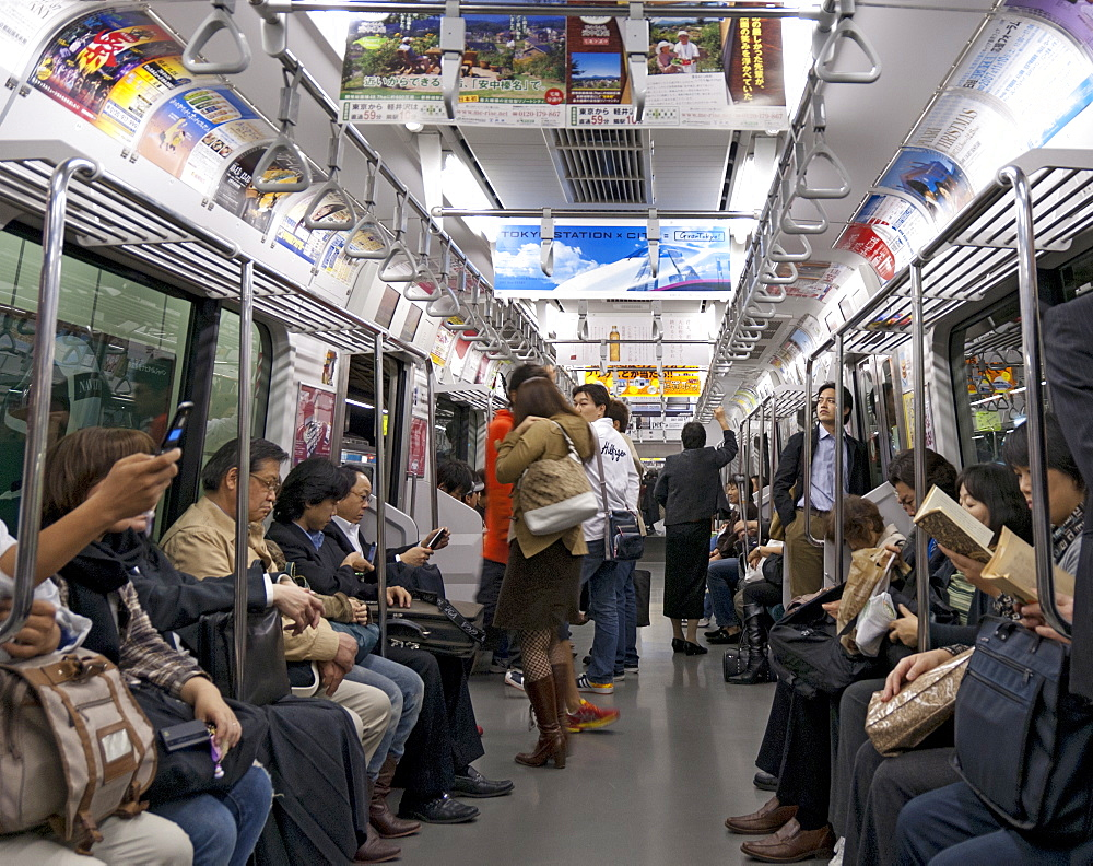 Tokyo Metro spacious carriages when not packed in rush hours, Tokyo, Japan, Asia - 190-9819