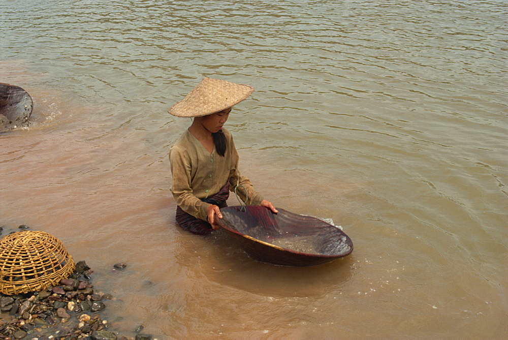 Gold panning in the Mekong River, Laos, Indochina, Southeast Asia, Asia - 2-20183