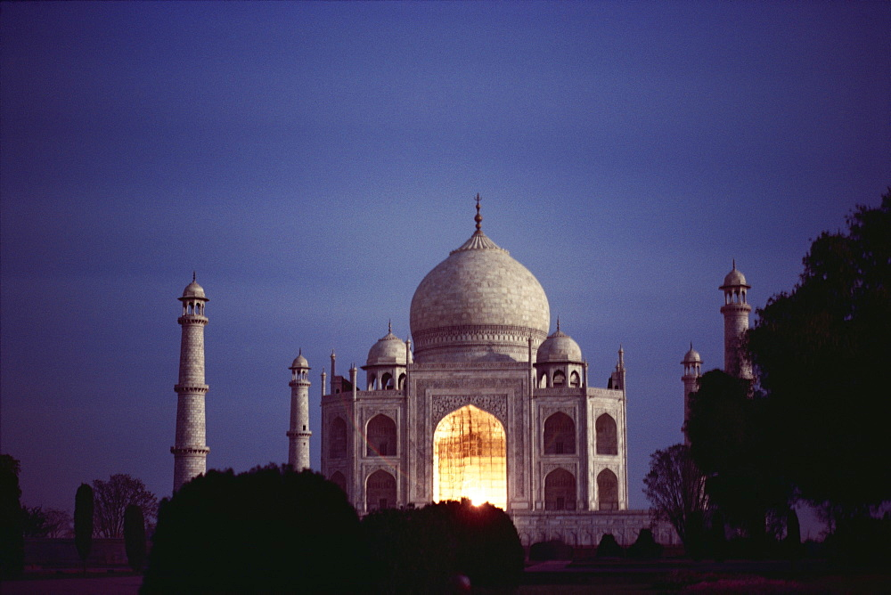 Taj Mahal at night, UNESCO World Heritage Site, Agra, Uttar Pradesh state, India, Asia - 2-9578