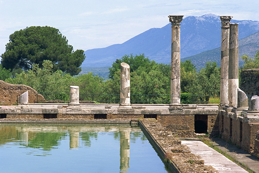 Fishpond and portico, Villa Adriana, Hadrian's Villa, UNESCO World Heritage Site, Tivoli, Lazio, Italy, Europe