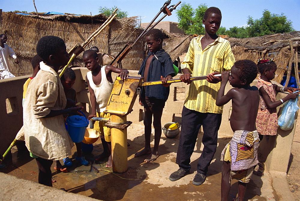 Water pump, Sofara, Mali, West Africa, Africa - 225-3072