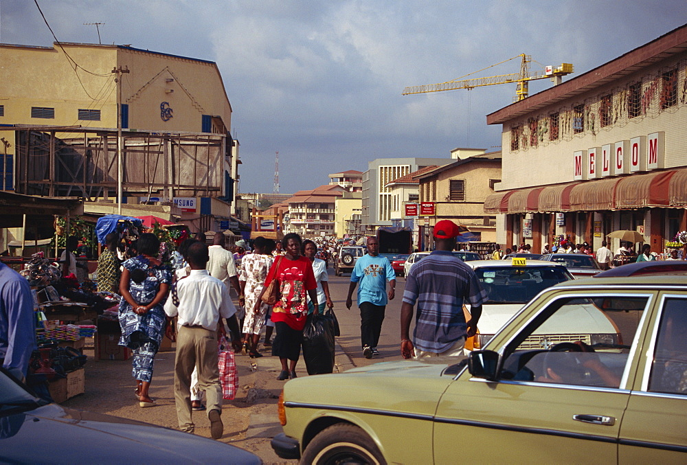 Street scene in city centre, Accra, Ghana, West Africa, Africa