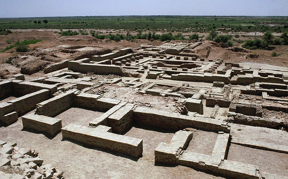 View of the ruins, Mohenjodaro, UNESCO World Heritage Site, Pakistan, Asia