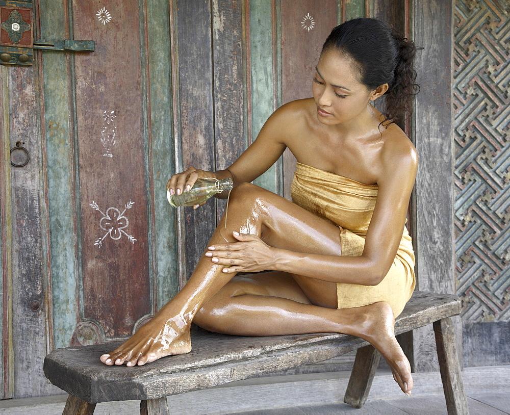фото ступней девушки смазанных маслом - 11