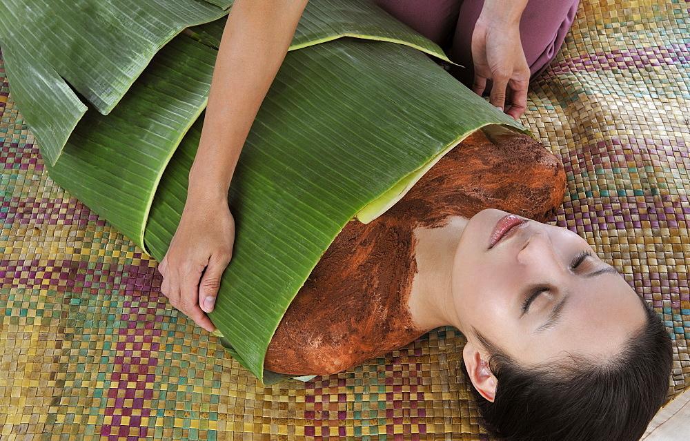 Volcanic clay and banana wrap, Ylang Ylang Spa at Tal Vista Hotel in Tagaytay, Philippines, Southeast Asia, Asia