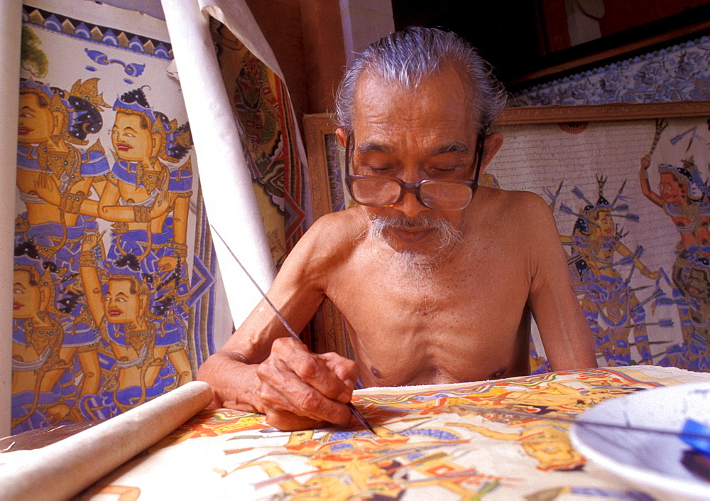 Painter in the traditional style, Kamasan (Klungkung regency), Bali, Indonesia, Southeast Asia, Asia
