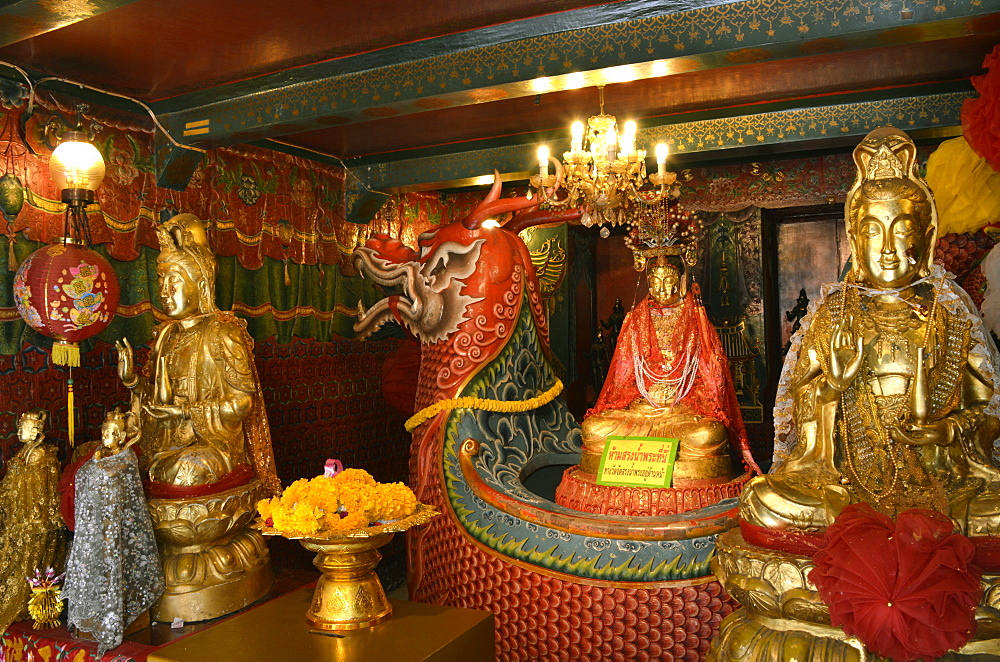 Chinese shrine at Wat Phanan Choeng, Thailand, UNESCO World Heritage Site, Southeast Asia, Asia