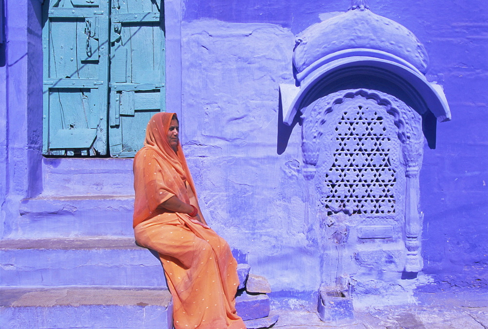 Portrait of a local woman in the 'Blue City', Jodhpur, Rajasthan State, India, Asia - 252-10000