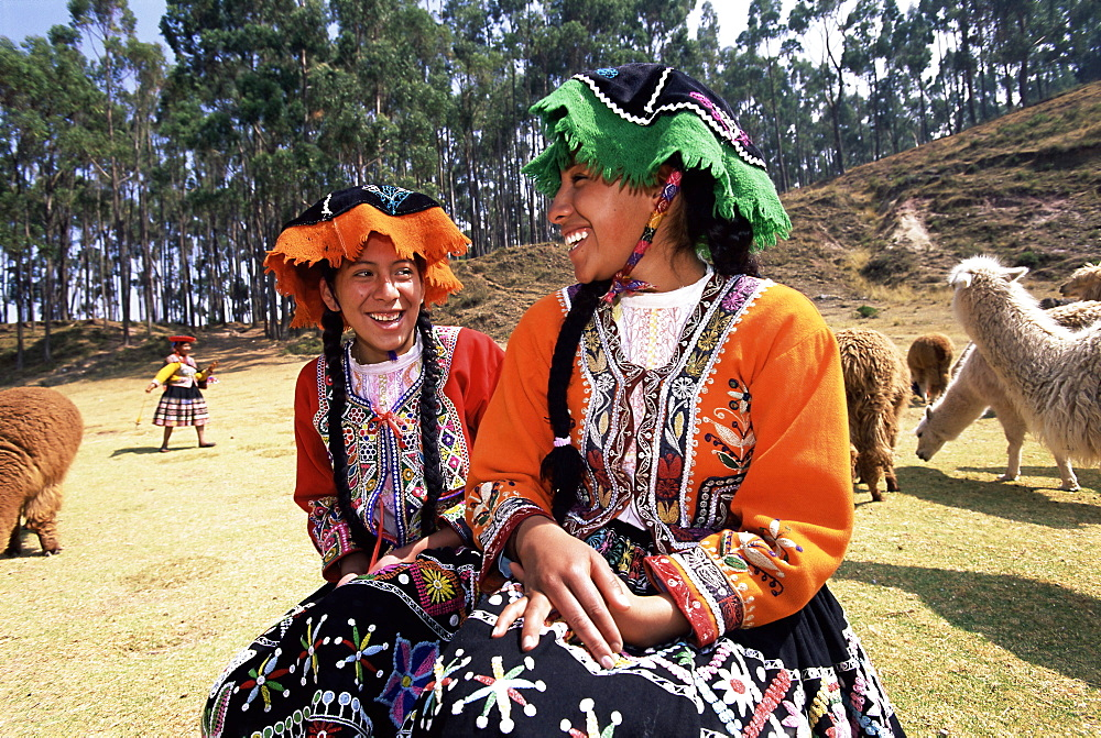 Portrait of two local Peruvian girls in traditional dress, Cuzco (Cusco), Peru, South America