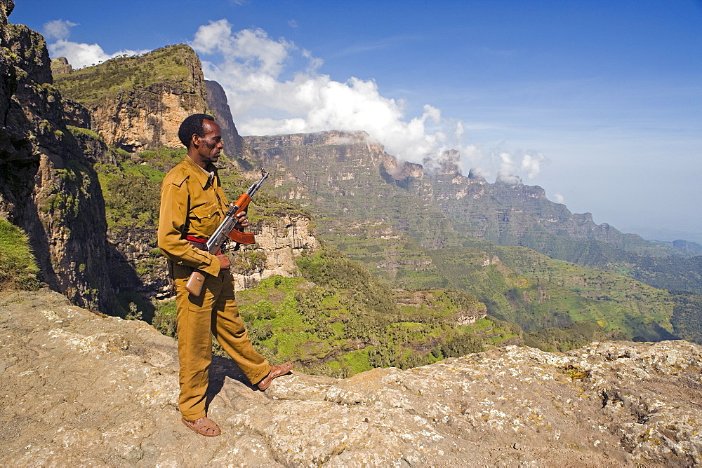 Simien Mountains Park Ranger, Dramatic mountain scenery from the area around Geech, UNESCO World Heritage Site, Simien Mountains National Park, The Ethiopian Highlands, Ethiopia, Africa