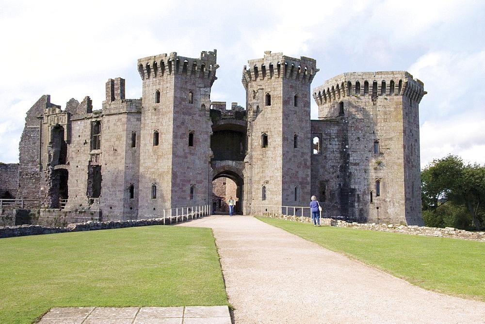 Raglan Castle, Gwent, Wye Valley, Wales, United Kingdom, Europe - 253-3631